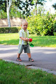 A little boy walks in the park — Stock Photo
