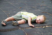 The kid fell out for a walk — Stock Photo