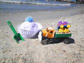 Children's toys and hat on beach — Stock Photo