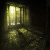 Terk edilmiş bir kompleks içinde kapı — Stok fotoğraf