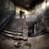 Escaleras en un complejo abandonado — Foto de Stock