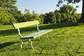 Bench in a park — Stockfoto