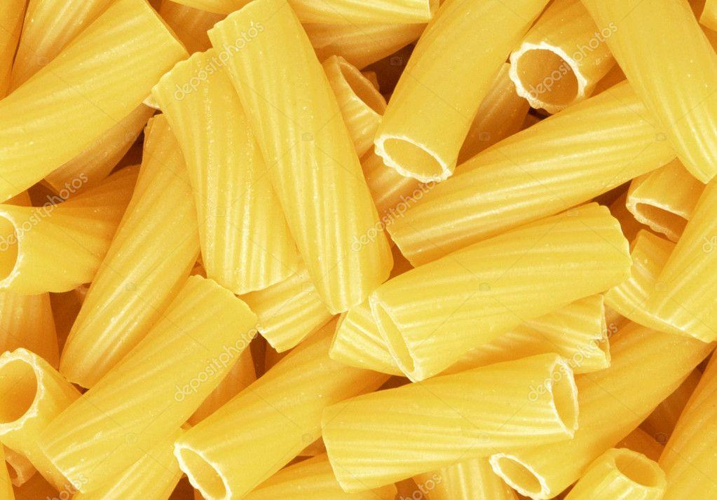 Primer plano de trigo integral sin cocinar pasta italiana for Cocinar noodles