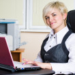 Businesswoman with laptop — Lizenzfreies Foto