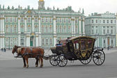 Carriage near the Hermitage in St. Petersburg — Stock Photo