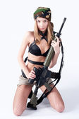 Beautiful woman with sniper rifle — Stockfoto