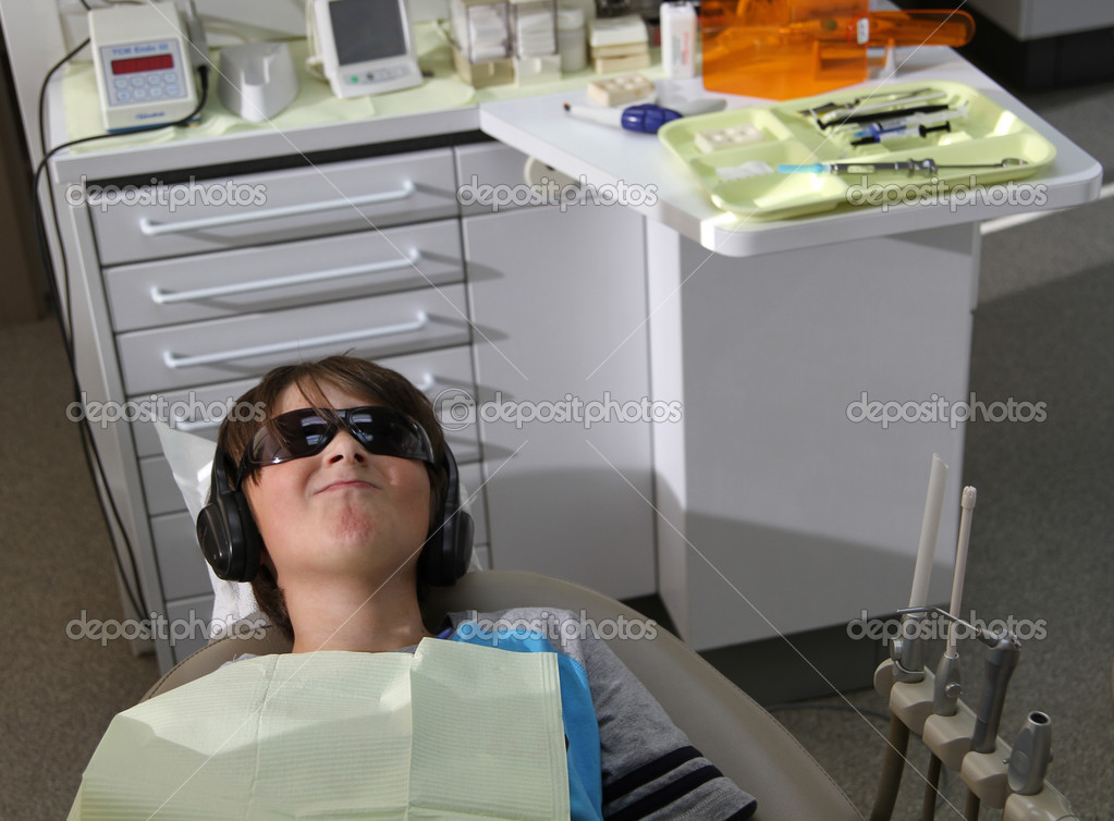 Young boy at the dentists clinic  — Stock Photo #6682434