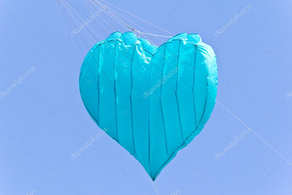 Love heart kite against blue sky — Stock Photo #6174249