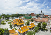 Sky view of Thai temple in Bangkok city — Stock Photo
