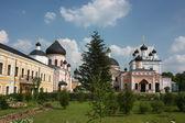 Rusia, región de moscú. monasterio voskresensky david pustyn. — Foto de Stock