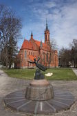 Lithuania, Druskininkai. Catholic Church and sculpture. — Stock Photo