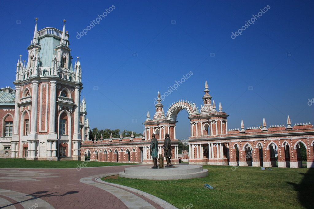 "Russia, Moscow. Museum - reserve ""Tsaritsyno"". Galarea-the fence with a gate and tower. — Stock Photo #6639234"