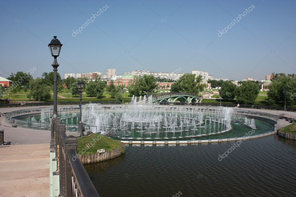 "Russia, Moscow. Museum - reserve ""Tsaritsyno"". Fountain. — Stock Photo #6639235"