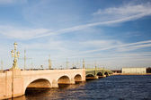 Trinity Bridge over the River Neva. St. Petersburg, Russia — Stock Photo