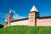 The towers of the fortress wall of the Kremlin. Veliky Novgorod — Stock Photo