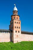 黒衣ノヴゴロドのクレムリンの塔晴れた日。ノヴゴロド — ストック写真