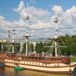 Sailboat on the Volkhov River, the city of Veliky Novgorod — Stock Photo