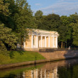 Pavilion pier in Mikhailovsky Garden on shore sinks in 1 — Stock Photo #6252789