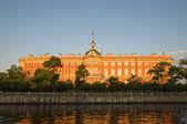 Mikhailovsky Castle, the early morning sun. St. Petersburg. Russ — Stock Photo