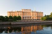Mikhailovsky Castle, the early morning sun. St. Petersburg. Russ — Stock Photo