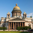 St. Isaac's Cathedral, the facade of the blue sky — Stock Photo