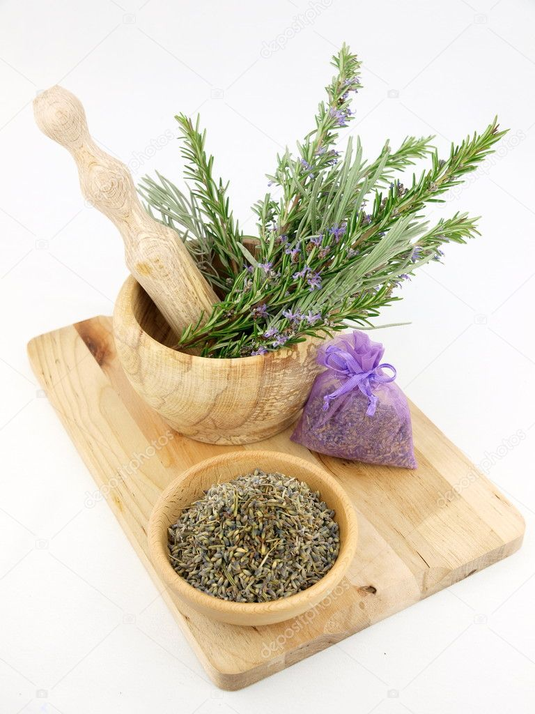 Lavender in wooden mortar with pestle — Stock Photo #5530375
