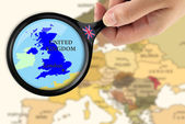 Magnifying glass over a map of United Kingdom — 图库照片