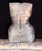 Kussen in de vorm van een vrouwelijke torso. — Stockfoto