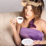 giovane bella signora bere caffè — Foto Stock