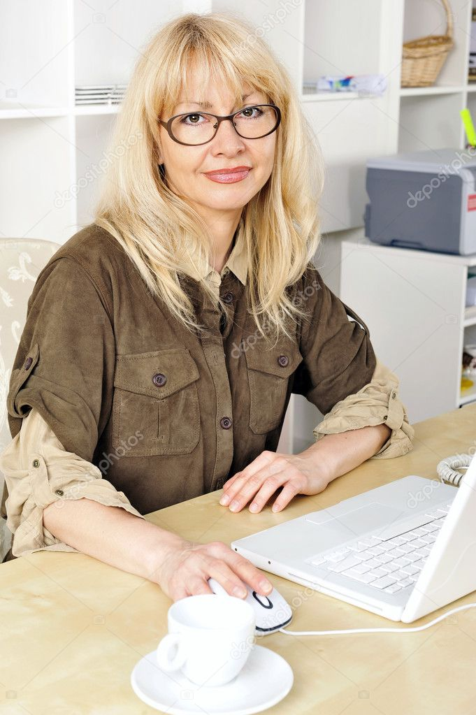 Portrait of a businesswoman at her computer. Office background. — Stock Photo #5661668