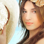 Closeup portrait of young pretty woman — Stock Photo