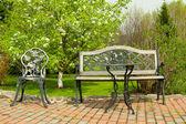 Utemöbler i trädgården — Stockfoto