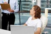 Två affärsmän som arbetar på kontor — Stockfoto