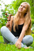 Portrait of young woman eating ice-cream while sitting relaxed o — Stock Photo