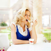 Young woman enjoying coffee time at mall cafe. Eating ice cream — Stock Photo