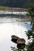 Boats tied to bridge in Vietnam — Stock Photo
