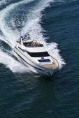 Italie, tirrenian mer, au large de la côte de viareggio, tecnomar 35 luxe mouche ya — Photo