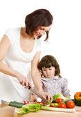 Moeder en dochter koken in de keuken — Stockfoto