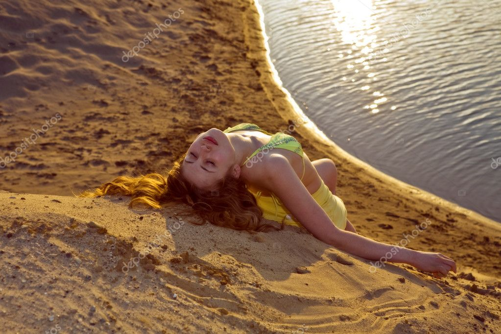 Blond girl lying on the beach, on sunset — Stock Photo #5940137
