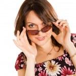 jonge vrouw in zonnebril — Stockfoto #6045116