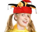 Atraktivní dívka v čepici blázni — Stock fotografie
