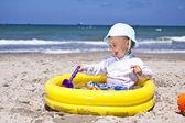 Ребенок на пляже — Стоковое фото