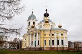 Die große kathedrale koimesiskirche in myschkin. — Stockfoto