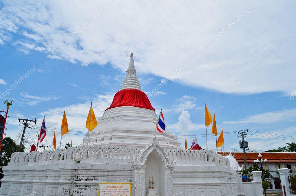 在泰国的白佛宝塔