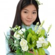 Woman smiling and showing flowers — ストック写真