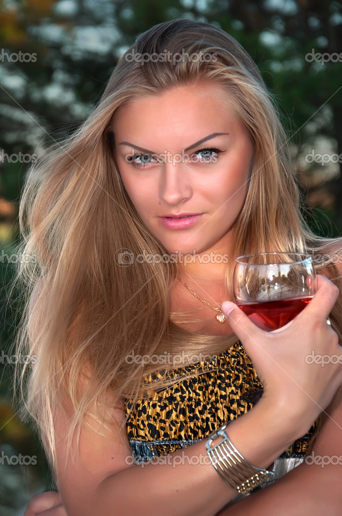 The glamour  blonde woman  with a glass — Stock Photo #6224738