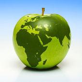 Zelené jablko s earth mapa — Stock fotografie