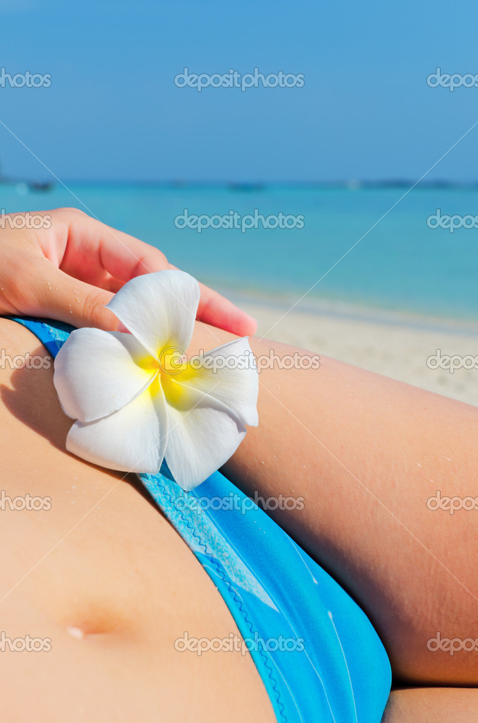 Woman with flower on the beach. — Stock Photo #6166417