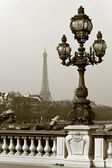 Street lantern on the Alexandre III Bridge in Paris, France. — Stock Photo
