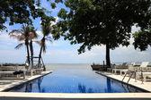 Vista para o mar piscina — Fotografia Stock